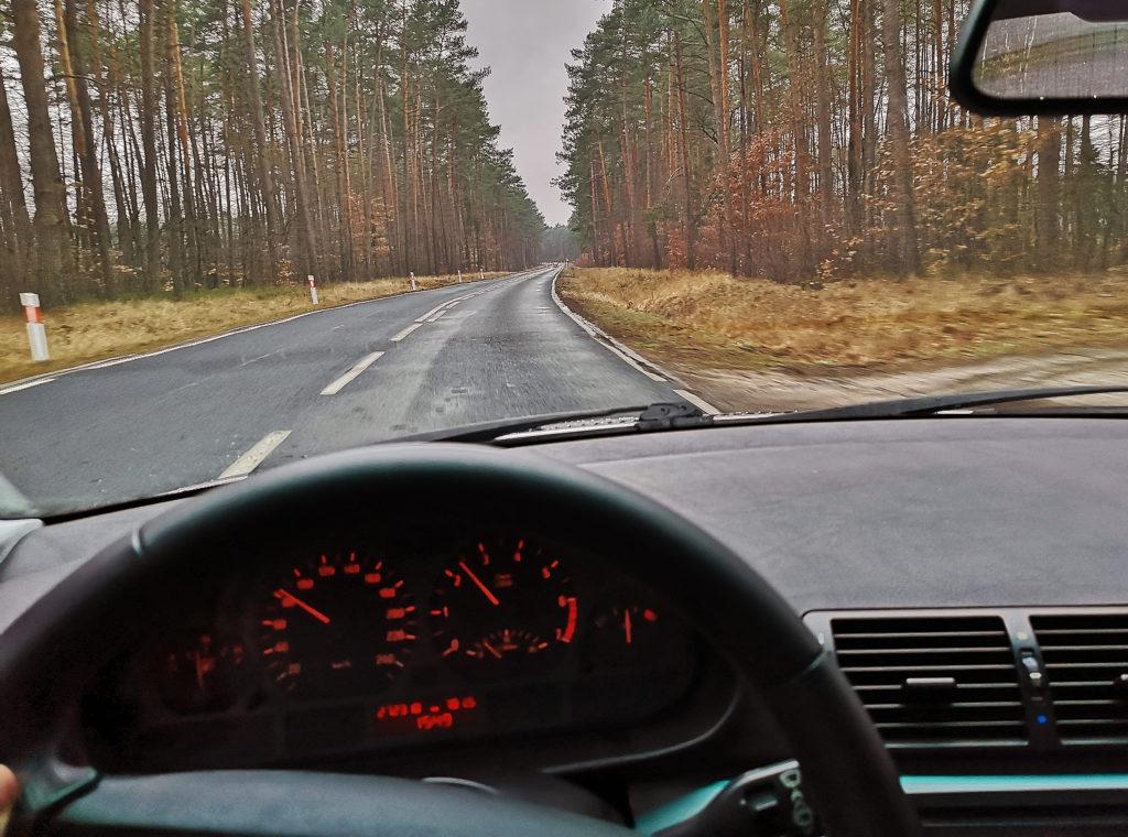 jazda autem tylnonapędowym w kiepskich warunkach pogodowych