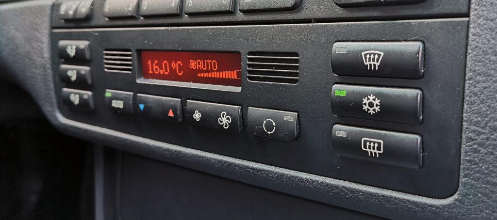 jak samodzielnie odgrzybić klimatyzację samochodową