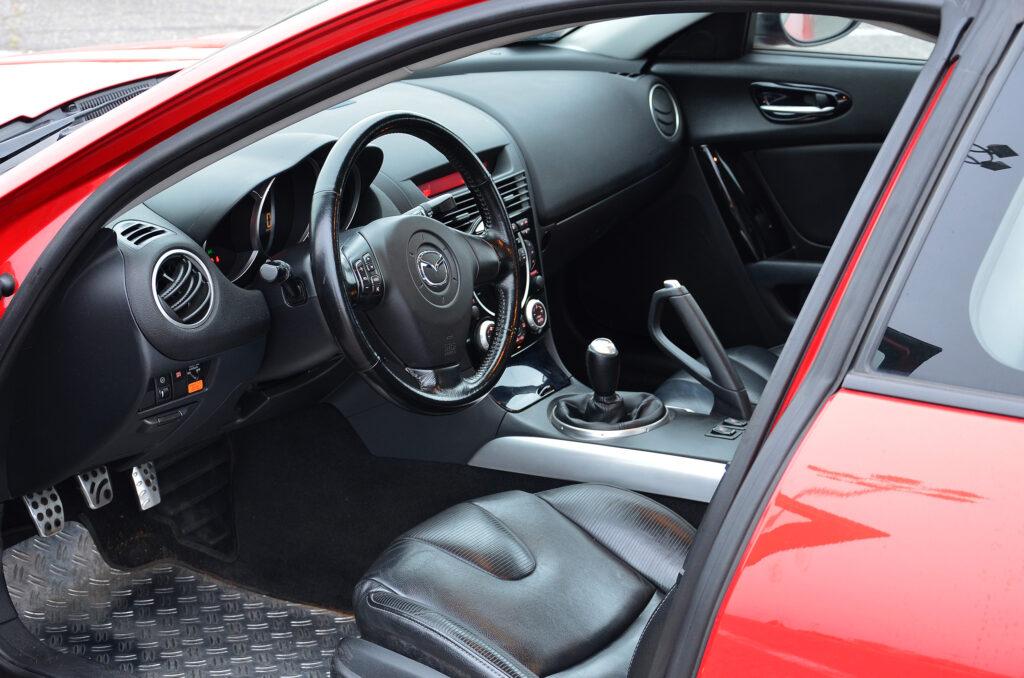 wnętrze mazdy rx-8