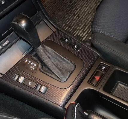 regeneracja dekorów plastikowych wewnątrz auta