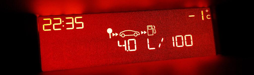 spalanie auta podczas jazdy na luzie